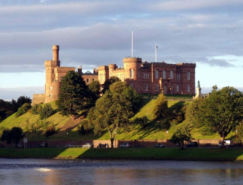 10 MUST-VISIT PLACES IN THE UNITED KINGDOM